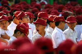 Jokowi Minta Kaji Ulang Kebijakan 8 Jam Belajar