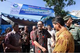 Wakil Wali Kota Bandung Oded Meresmikan Tempat Pembuangan Sampah 3R