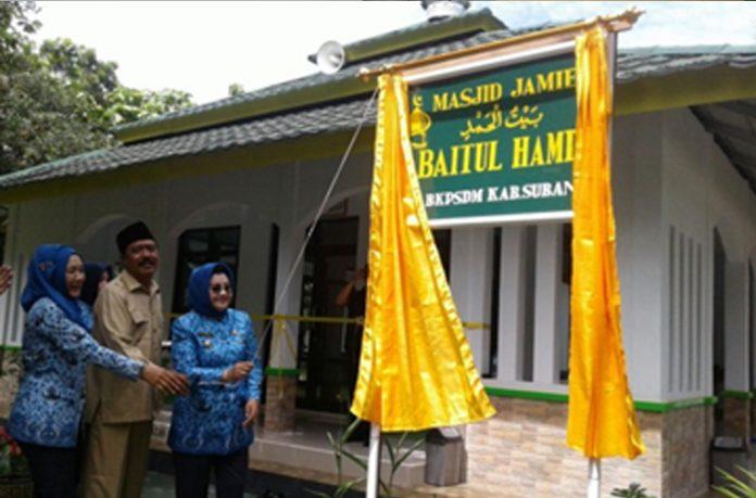 Imas Resmikan Masjid BKPSDM