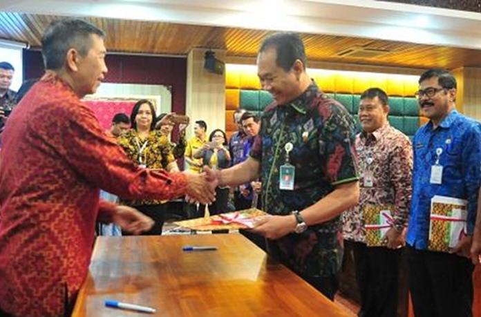 Wabup Gianyar Terima DIPA 2018 Dari Gubernur Bali