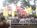 Diduga Cemarkan Nama Baik Imas Arymningsih, AMPG Demo Kantor Panwaslu Subang
