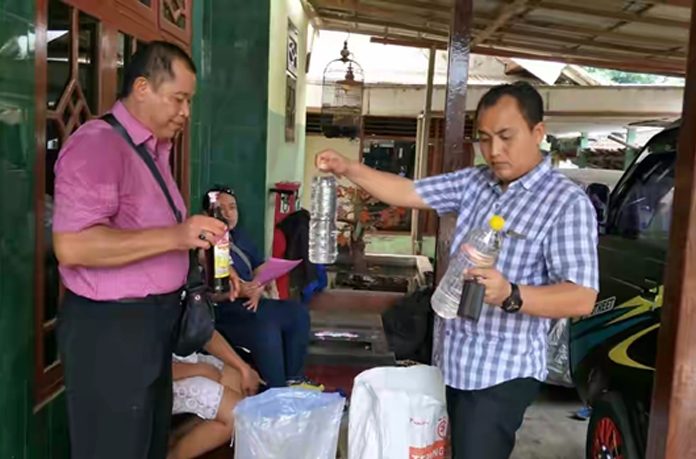 Polsek Muncar Geledah Warung Miras Wiwin