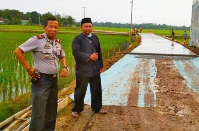 Prioritaskan Pembangunan Jalan Kades Mekarsari Jadi Kebanggaan Warganya