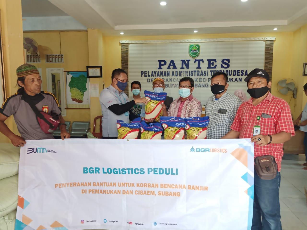 PT BGR & PT SHS Serahkan Beras Peduli Korban Banjir Pantura